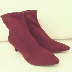 NWOB Rockport Kimly Stretch Kitten Heel Boot